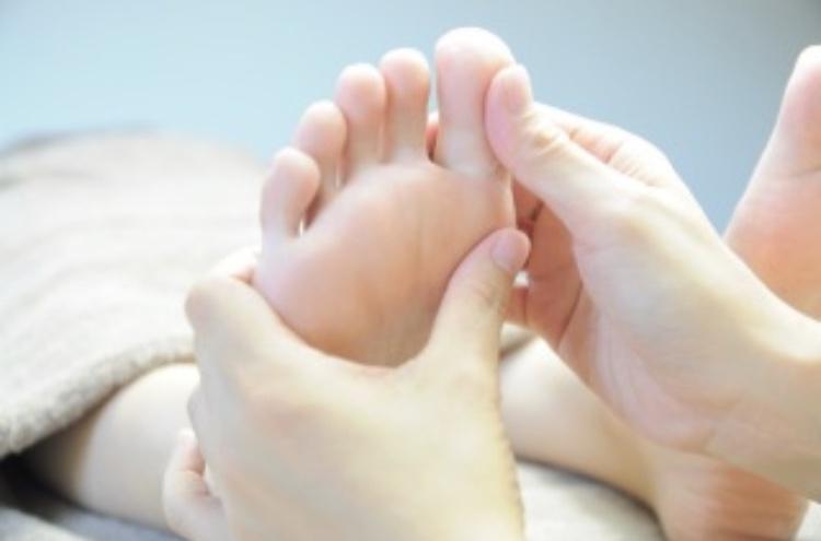手足のリフレクソロジーで健康に導く