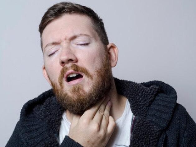 喉の痛みがある人