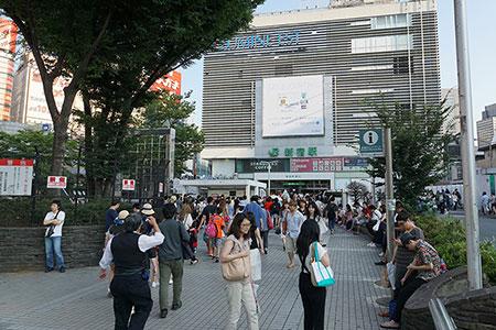 JR新宿駅東口アルタ前
