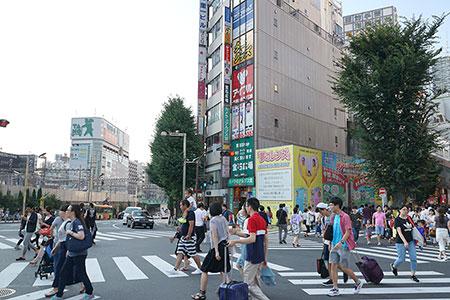 歌舞伎町一番街方面へ