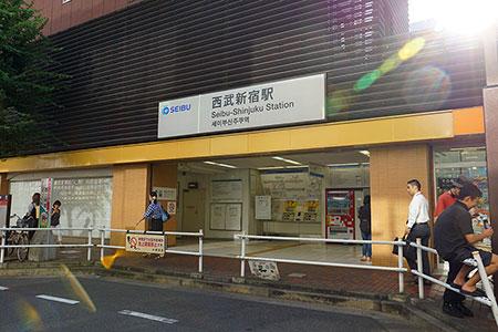 西武新宿駅入り口