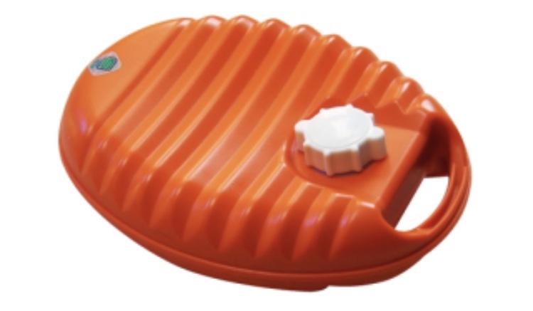 冷房で冷える夏にこそ湯たんぽを使用する