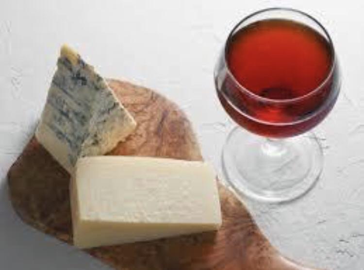 頭痛の時は赤ワインやチーズなどを避ける
