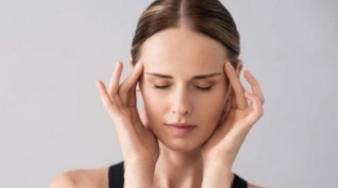 こめかみのむくみをとって頭痛を改善